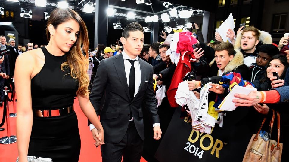 James Rodriguez, sensação da Copa, chega acompanhado de sua mulher