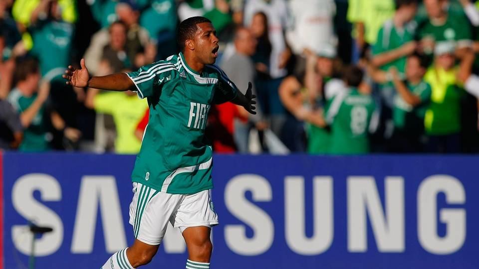 Leandro também saiu e voltou, em 2012. Dispensado após a queda para a 2ª divisão, acertou com a Cabofriense em 2013 e está há três temporadas no Rio
