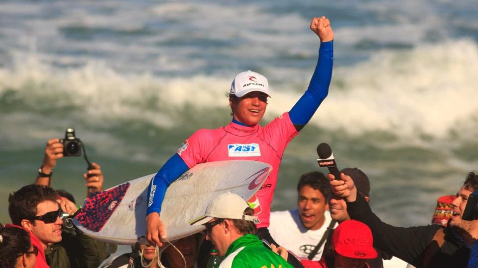 Em 2009, Gabriel Medina comemorou sua primeira vitória em um evento da ASP. Aos 15 anos, venceu o WQS 6 estrelas na Praia Mole.