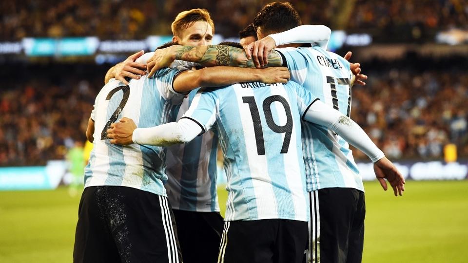 Jogadores da Argentina comemoram gol contra o Brasil