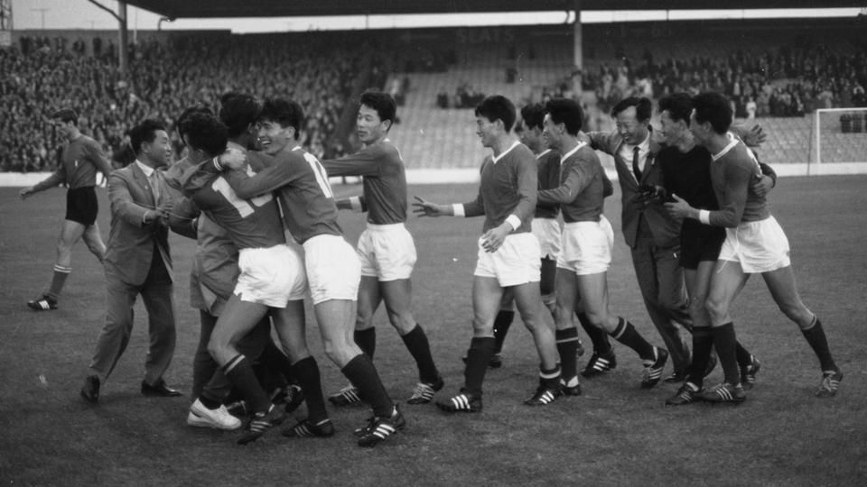 Na Copa de 1966, a Coreia do Norte chocou o mundo ao vencer a Itália por 1 a 0, em outra grande zebra