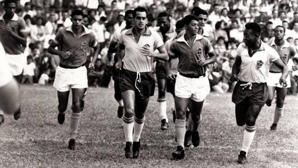Zito puxa a fila em treino da seleção em Nova Friburgo, na preparação para a Copa do Mundo de 1962
