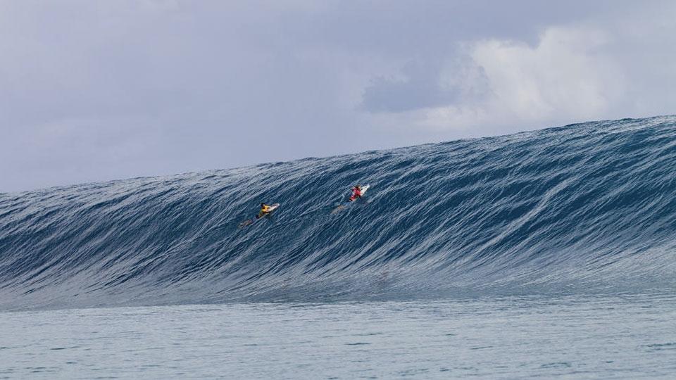Medina provou que aguenta diferentes tipos de onda. E que onda! Billabong Pro Tahiti 2014