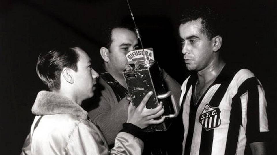 Zito dá entrevista paras emissoras de rádio, provavelmente em 1964