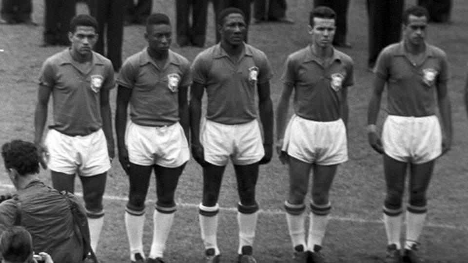 Garrincha, Pelé, Djalma Santos, Pepe e Zito antes da final da Copa do Mundo de 1958