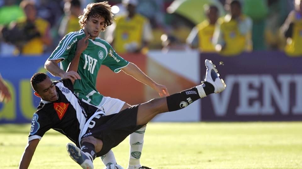 Henrique teve uma segunda passagem pelo Palmeiras, em 2011 e 2012, e depois foi vendido para o Napoli, seu atual clube