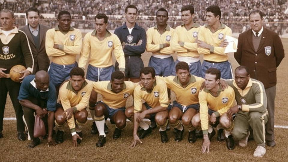 Seleção brasileira posta para foto antes de jogo em 1962: Zito é o 2º da esquerda para a direita