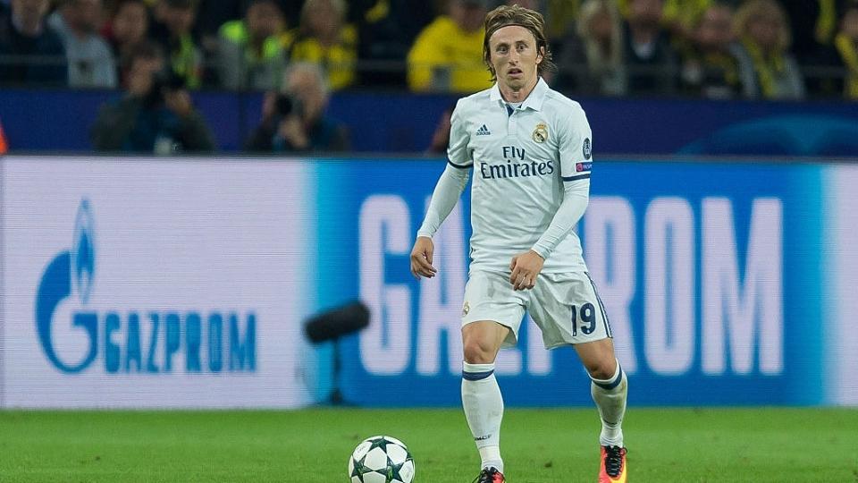Modric: 12º no Fifa 18, com 89 pontos; 52º maior valor no Transfermarkt, 40 milhões de euros