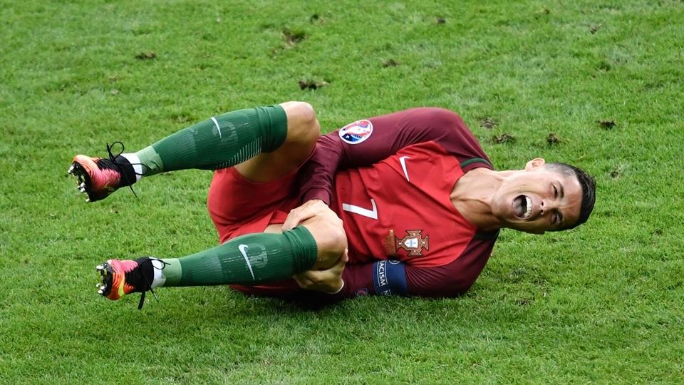 Cristiano Ronaldo até tentou seguir em campo, mas a dor foi mais forte