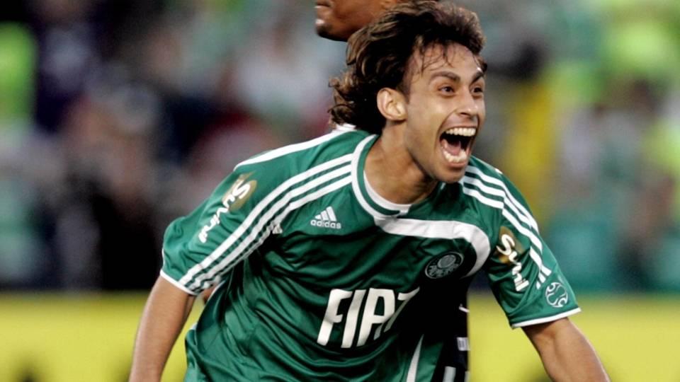Valdivia retornou ao Palmeiras em 2010 e agora vive a expectativa sobre sua renovação de contrato