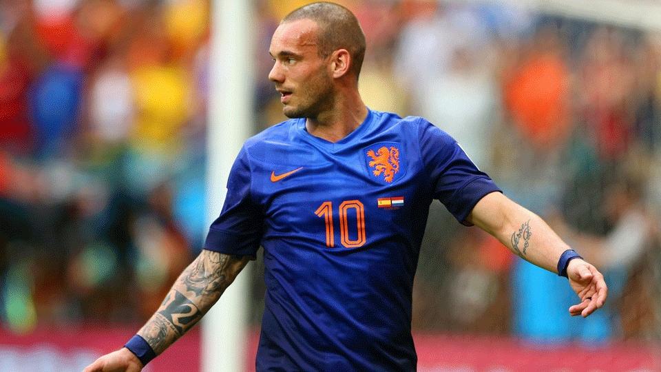Sneijder perdeu a primeira grande chance da Holanda aos oito minutos