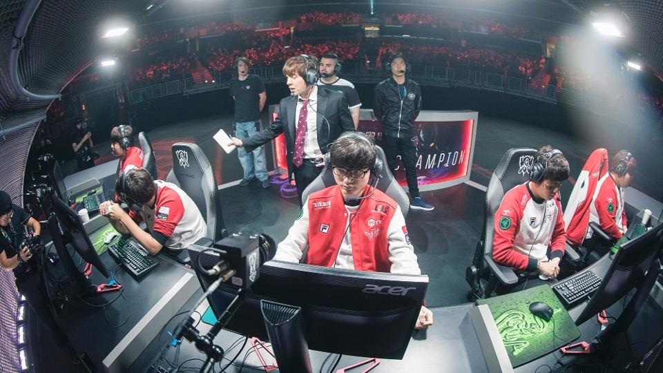 Time da SKT se pepara para a Grande Final do campeoanto Mundial de 'League of Legends'
