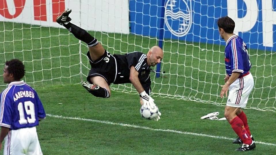 Fabien Barthez - Goleiro titular em 1998, foi diretor esportivo do clube francês Luzenac até setembro