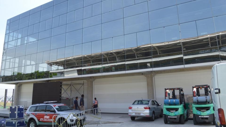 Edifício de Apoio com os quatro boxes auxiliares