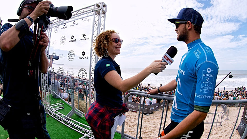 Direto de Peniche, a nossa repórter Vivian Mesquita entrevistando Alejo Muniz após vencer a sua bateria de hoje.