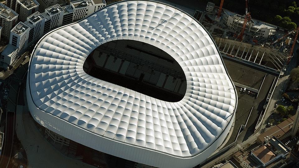 Stade Vélodrome (Marseille, 67 mil pessoas, estádio de 1937) - reformado: R$ 1,05 bilhão