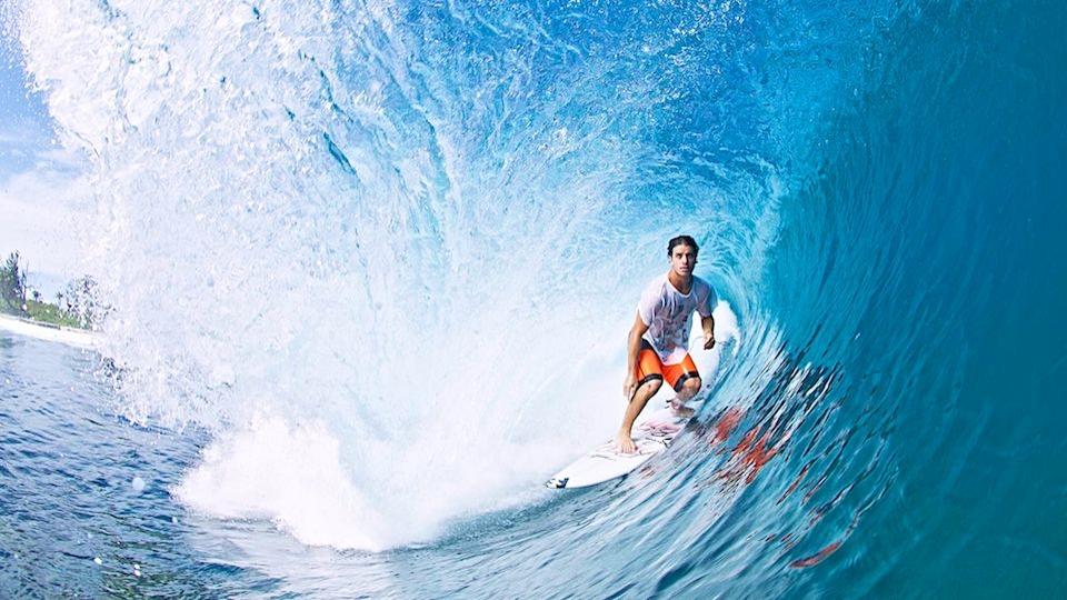 Após pegar a pancha emprestada do seu primo, Ricardinho competiu como amador e descobriu a paixão pelo Freesurf.