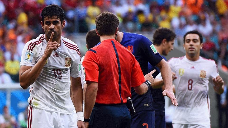 Diego Costa mandou a torcida 'fazer silêncio' após sofrer pênalti que garantiu gol da Espanha