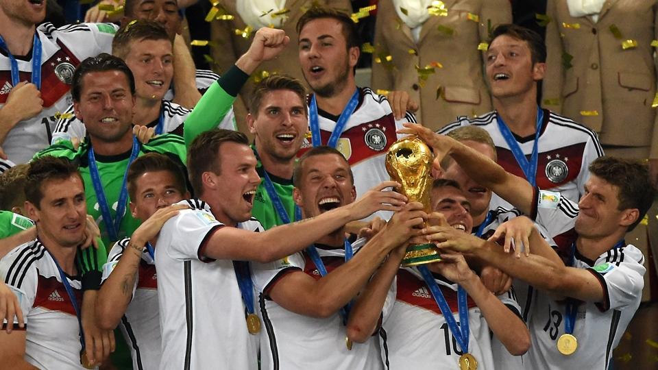 Jogadores da Alemanha com a taça da Copa do Mundo de 2014