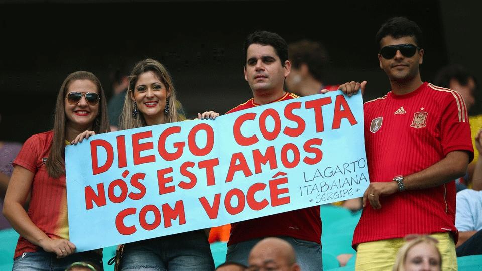 O brasileiro Diego Costa, naturalizado espanhol, recebeu o carinho de alguns poucos torcedores