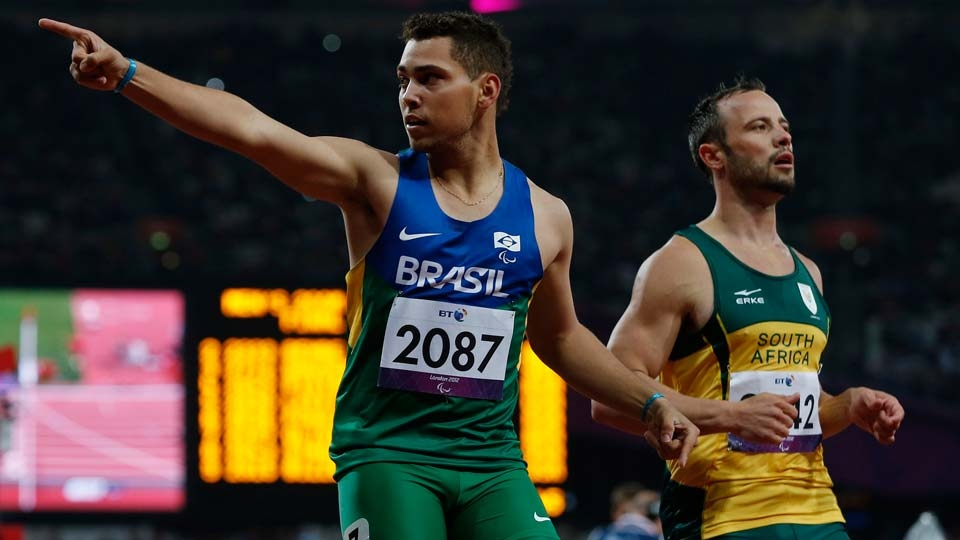 ... mas o brasileiro Alan Fonteles o desbancou na final e levou a medalha de ouro