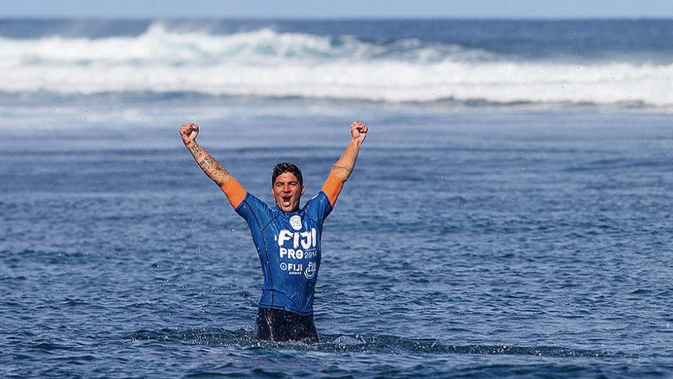 Segunda vitória no WCT 2014, em Fiji. É só abrir os braços e comemorar.