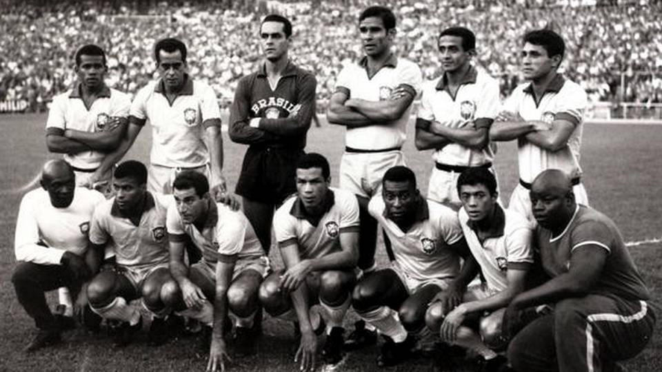 Brasil posa para foto em 1966; Zito, em pé, é o segundo, da esquerda para a direita