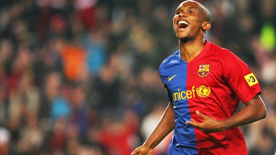 Eto'o com a camisa 2008/09 do Barcelona: meio a meio total
