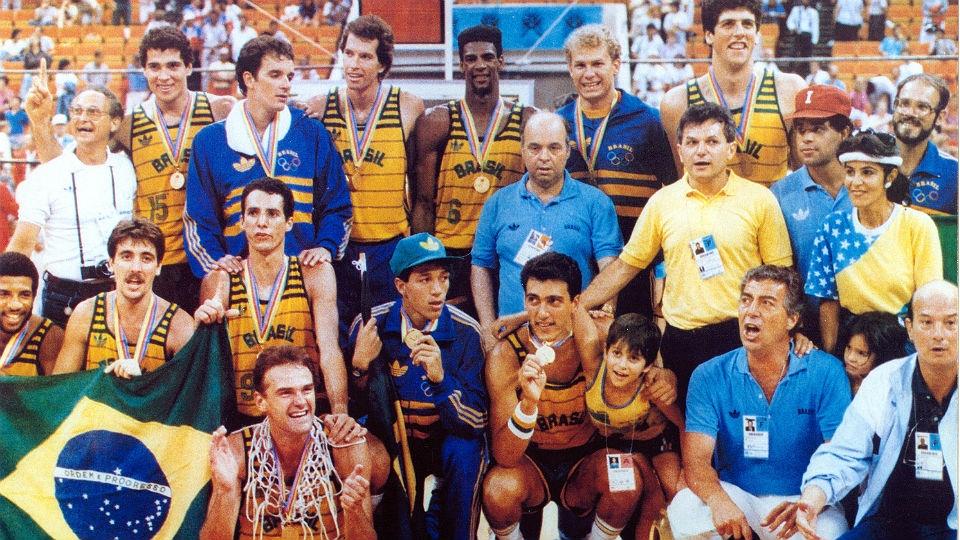 No basquete, a seleção brasileira venceu o Pan de 1987, na primeira derrota dos EUA em casa