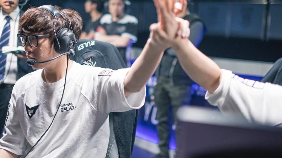 'Ruler' comemora uma das grandes jogadas da Samsung na grande final do Mundial de 'League of Legends'