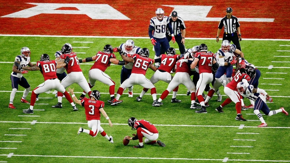 Matt Bryant (3) chuta field goal para o Atlanta Falcons no Super Bowl LI