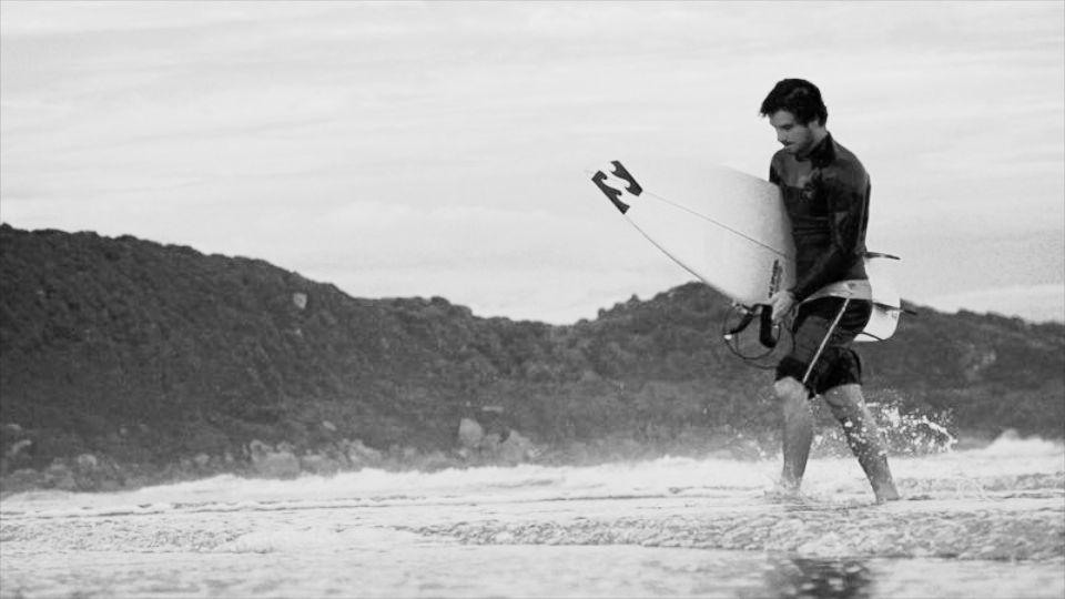 Surf perde um jovem de caráter que lutava para sua terra natal ser um lugar melhor, mesmo podendo estar em qualquer lugar do mundo.