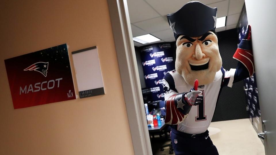 Pat Patriot, mascote dos Patriots, em seu 'aquecimento' para o Super Bowl LI