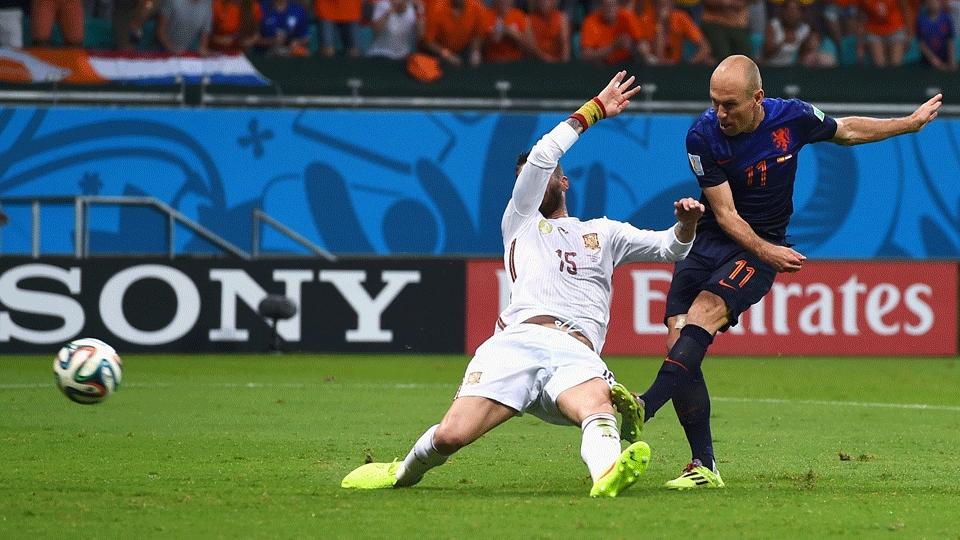 Robben driblou Piqué e chutou antes da marcação de Sério Ramos