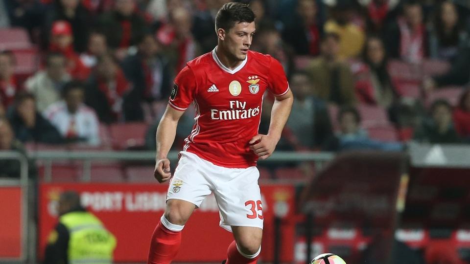 Revelado pelo Estrela Vermelha, o atacante Luka Jovic foi ao Benfica em 2016, começou no time B e tem recebido algumas chances nos profissionais