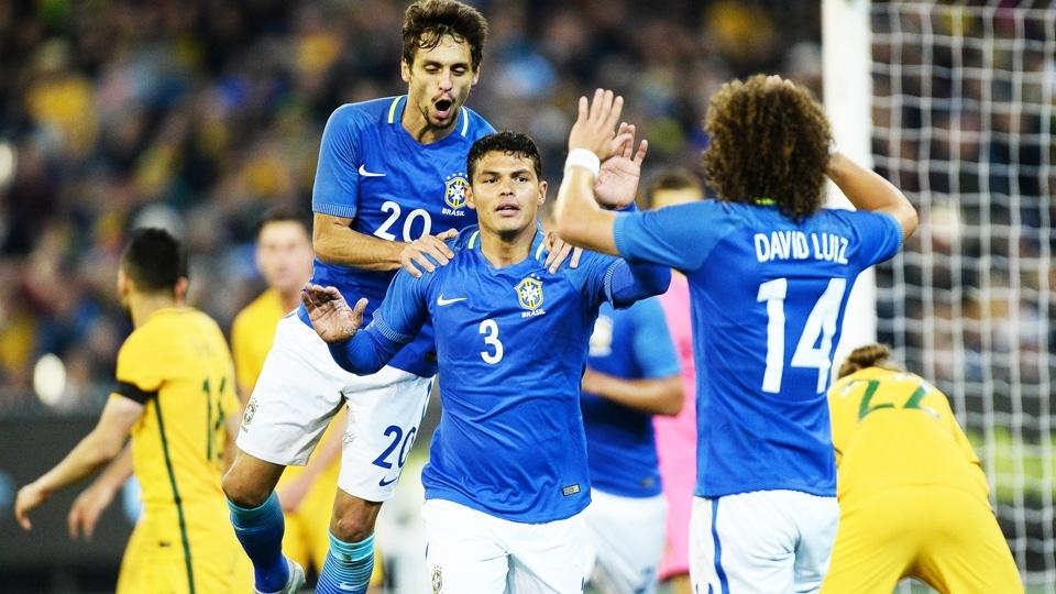 Thiago Silva comemora seu gol contra a Austrália