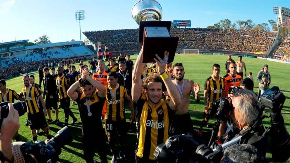 FASE DE GRUPOS: Peñarol, Uruguai - campeão uruguaio (no campeonato 2015/16)
