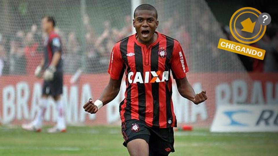 Marcelo recebeu o prêmio de destaque do Brasileiro-2013; pode ser mais um jogador do Atlético-PR no Corinthians