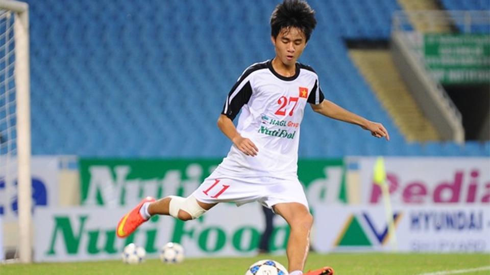 O meio-campista vietnamita Phan Thanh Hau continua no Hoang Anh Gia Lai F.C.