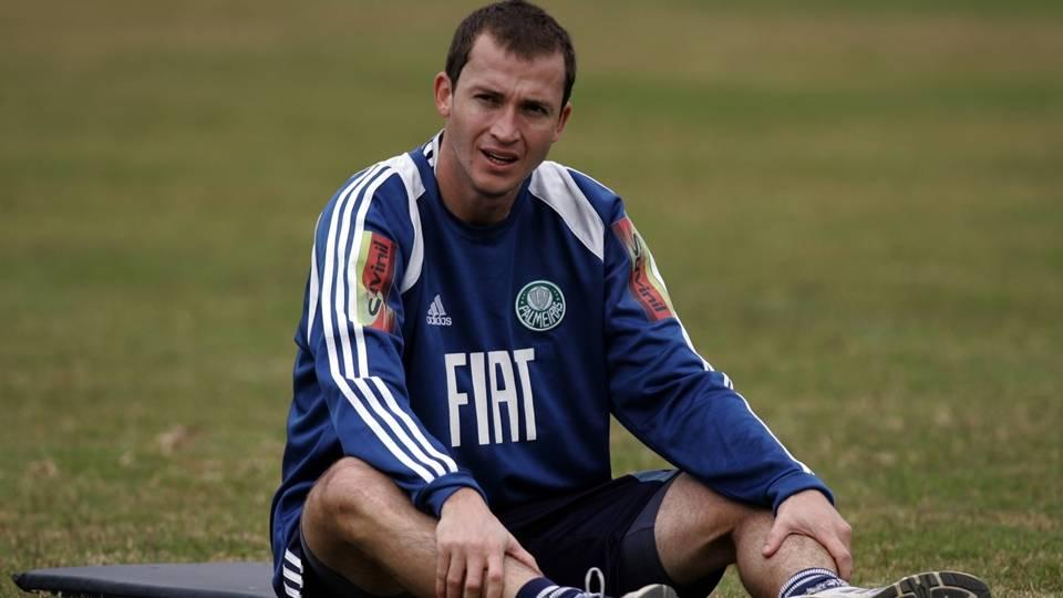 Aos 35 anos, Martinez jogou pelo Criciúma no Brasileiro 2014 e atualmente está sem clube