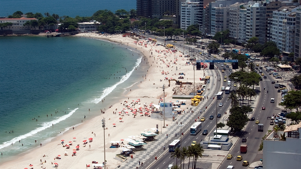 Praia de Copacabana, onde será montada a Arena de Vôlei de Praia, além de abrigar maratona aquática, triatlo e ciclismo de estrada