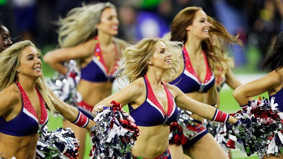 Cheerleaders em ação durante o Super Bowl LI