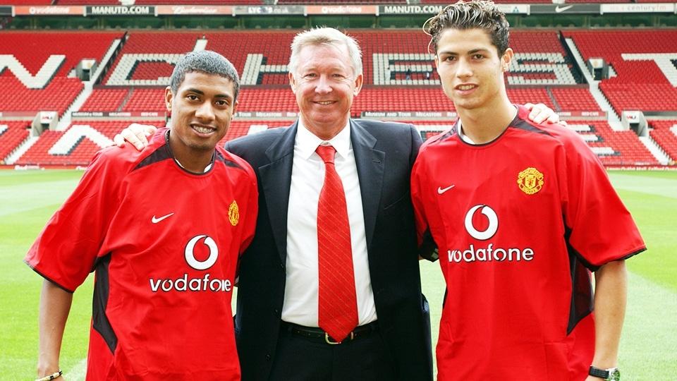 Kleberson foi apresentado junto com C.Ronaldo, em 2003. O volante, porém, nunca conseguiu se firmar entre os titulares de Alex Ferguson.
