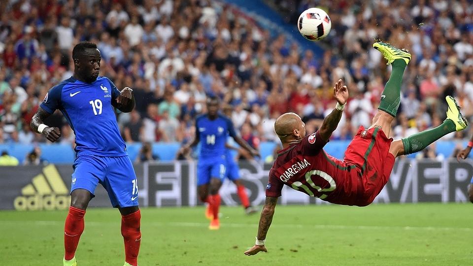 Substituto de Ronaldo, Quaresma tenta voleio e quase marca para Portugal contra a França