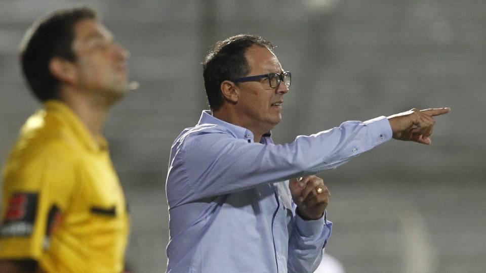 Alfredo Arias-Wanderers: Está em sua primeira experiência como treinador, no comando do time uruguaio desde a temporada 2011/2012