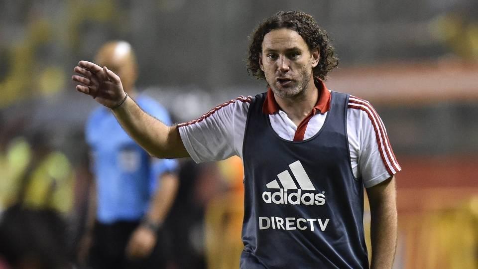 Gabriel Milito-Estudiantes: Aos 34 anos, está estreando como treinador nesta temporada. Ex-zagueiro, é irmão de Diego Milito, jogador do Racing