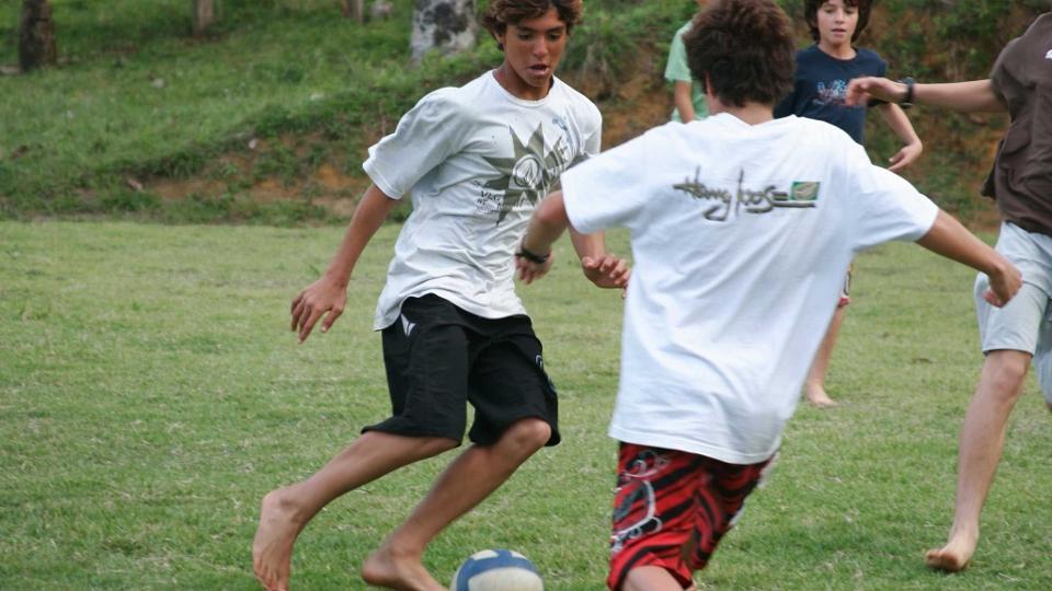 Gabriel sempre gostou de jogar bola, já chegou a dizer que seria jogador de futebol se não fosse surfista.