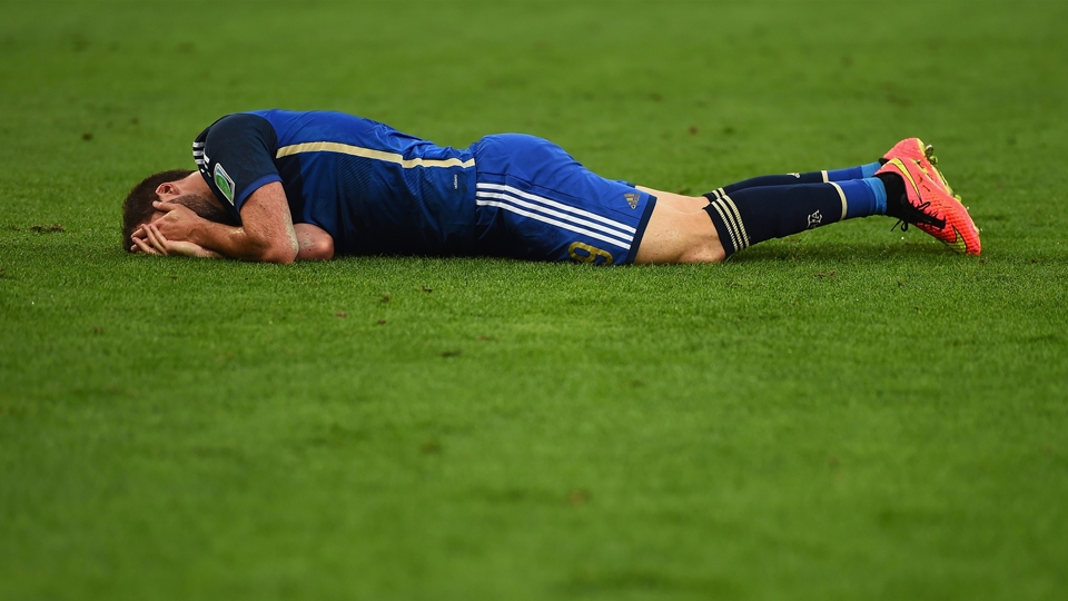 Higuaín sente lesão trombada com Neuer