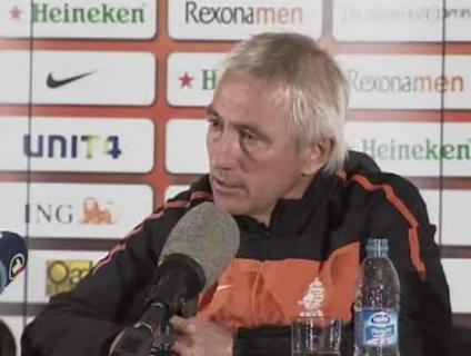 Para o técnico da Holanda, a seleção espanhola merece respeito e foi a melhor dos últimos anos; veja
