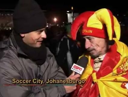 Aos 62 anos, seu Manoel nasceu em Madri e vive na África do Sul; festa para o campeão